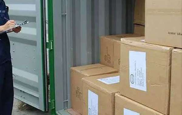 Monitoring the loading of containers and performing quantity checks